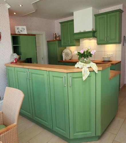 Grüne Landhausküche