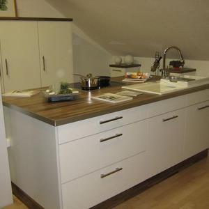 Küche in HPL Schichtstoff Hochglanz geriffelt